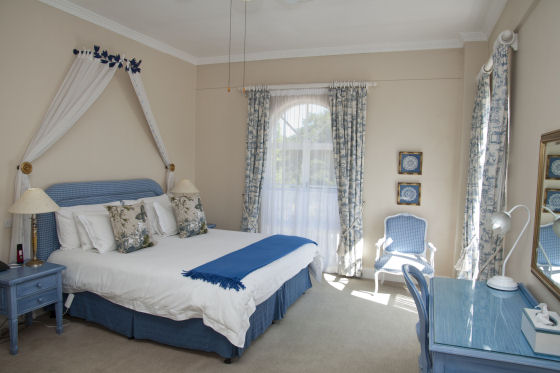 Manor House Suites & bedrooms with garden view